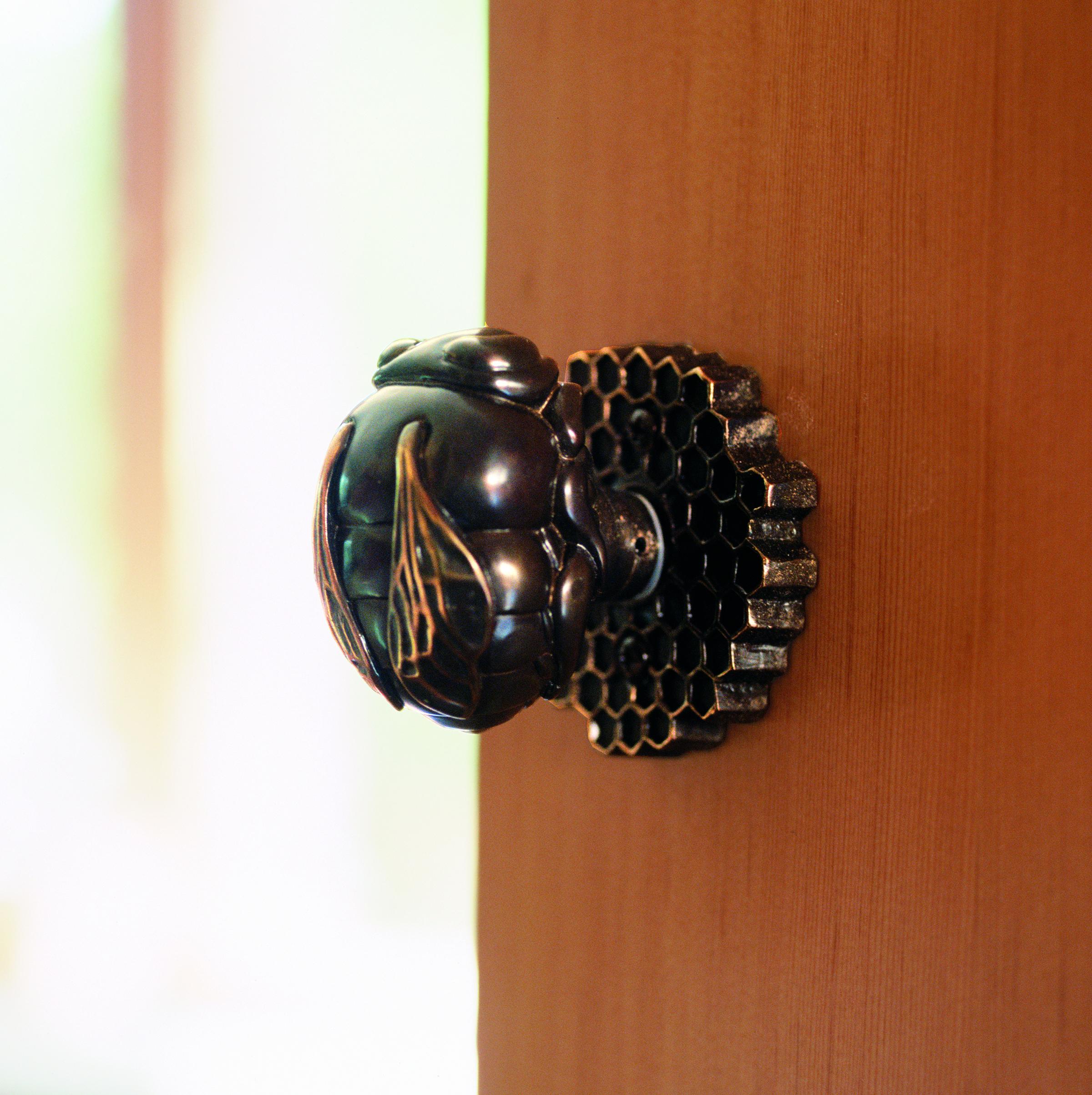 bee-door-knob