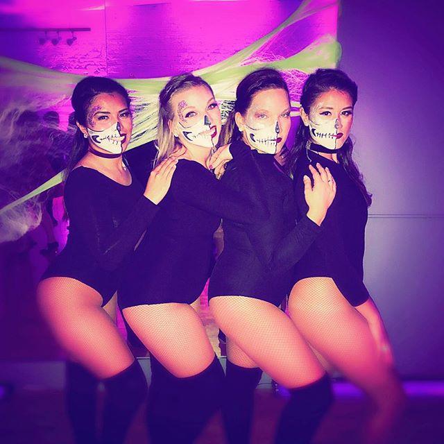 Happy Halloween 🎃 . . . . #halloweencostume #halloweenmakeup #halloween #halloween2017 #bachata #ladiesbachata #baile #bailando #bachateras #muertofaces #almaladies #almaladiesbachata #almateamsworldwide #blackleotard