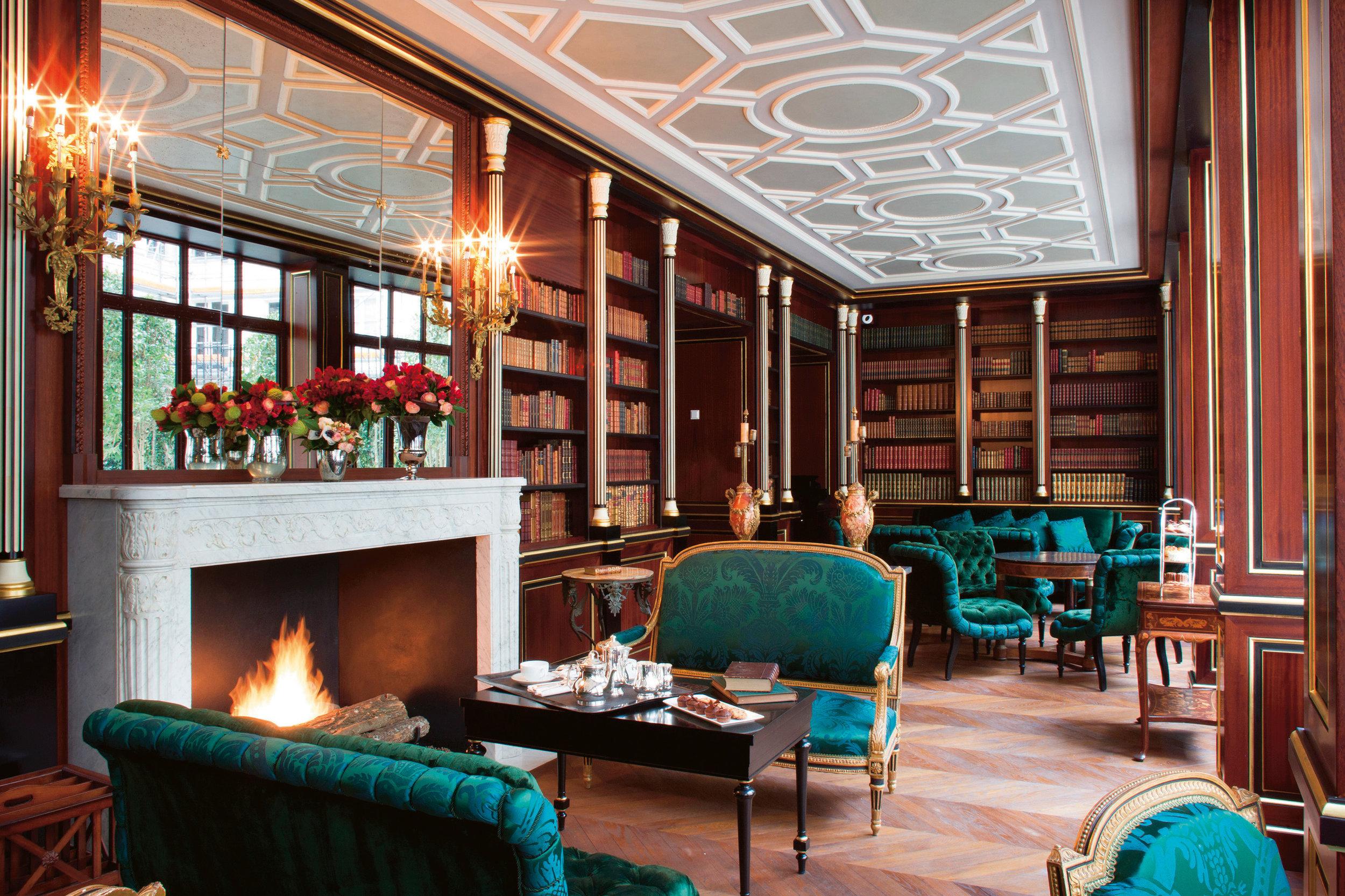 La-Reserve-Paris-Hotel-library.jpg