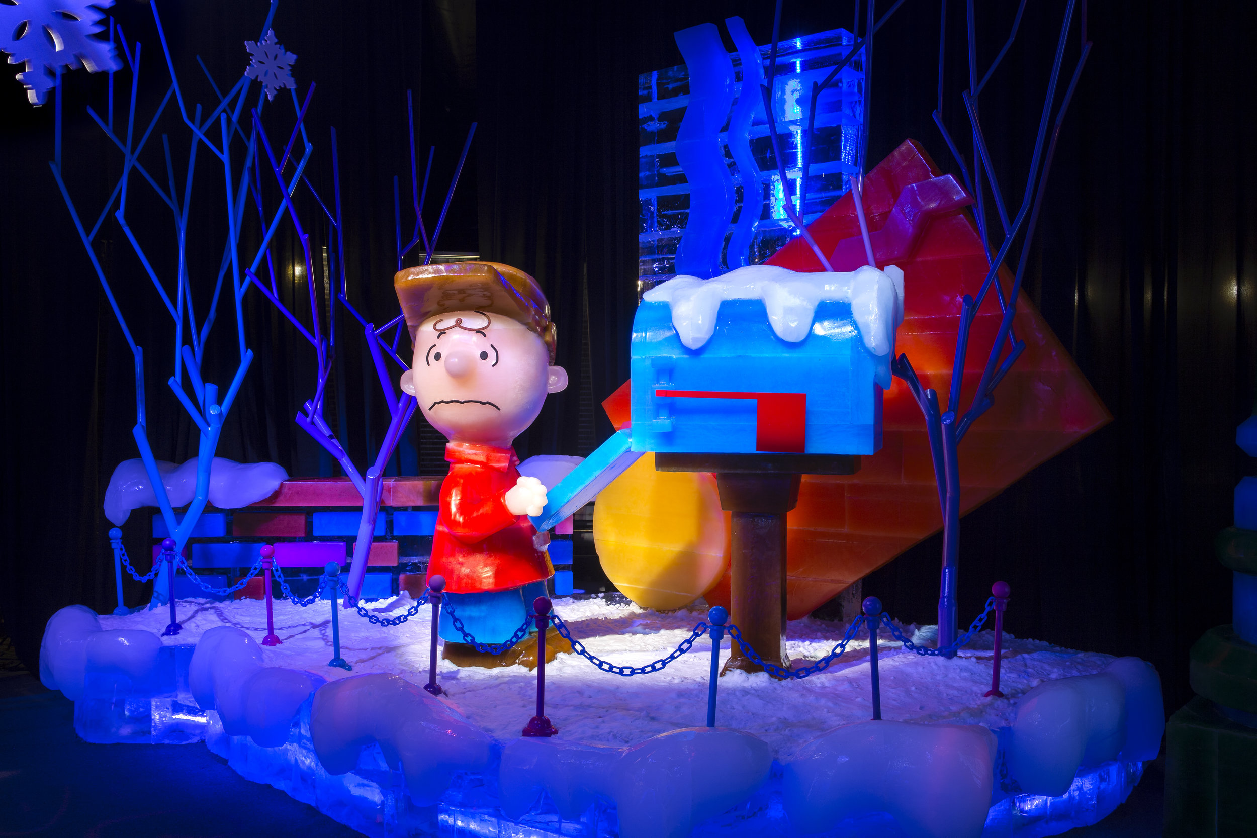 Gaylord Palms ICE Architecture Charlie Brown (Scaletta 1914).jpg