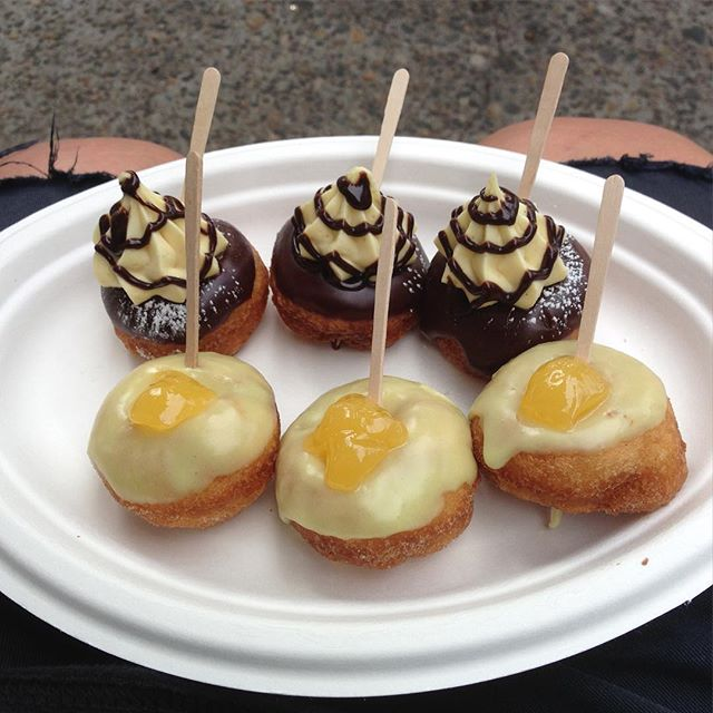 If you're in Portland and don't want to wait in line at Voodoo donuts then at the far end of the lot across the street there's this. Mini donuts from a food truck. Lemon glazed cake w lemon curd followed by chocolate glazed w pastry cream and chocolate sauce. Not over the top nor overly sweet!