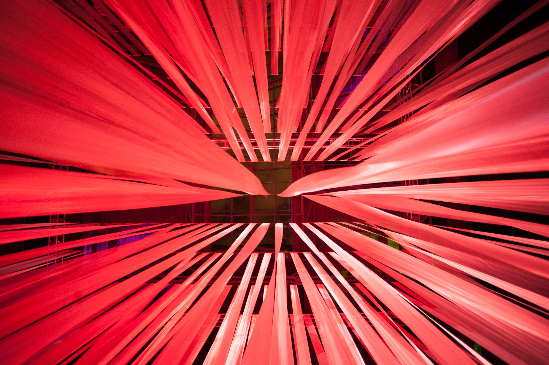 Light Beams Dance_François de Costerd_Illuminus 2014_3.jpg