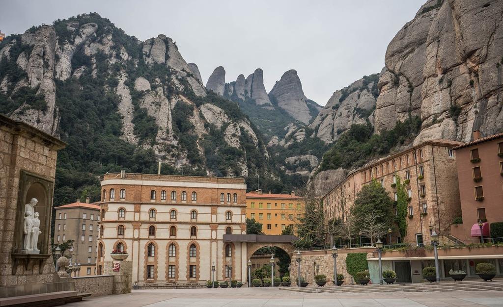montserrat-monastery-spain-travel-vacation-f802fc-1024.jpg