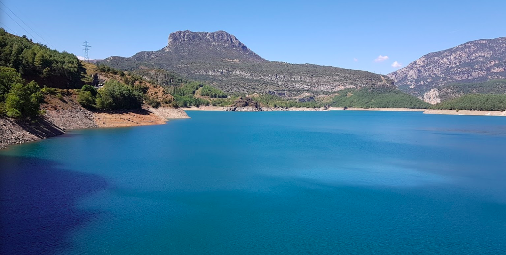 The stunning blue waters of the Pantà de Escales