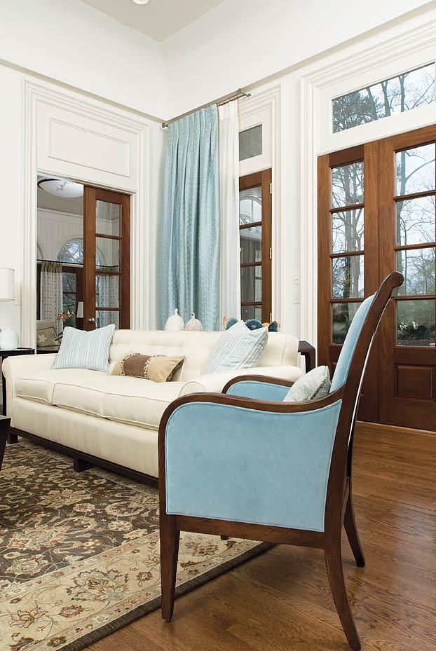 LR-chair,-drapes.jpg