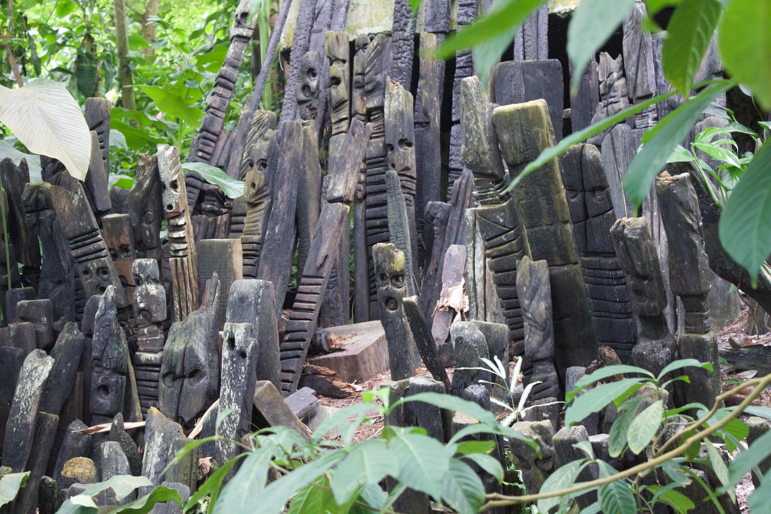 These Totems were created by West African Sculptor El Anatsui. The materials came from charred timbers  #recycled from a part of the  #Falmouth docks which were destroyed by fire. The wood which created these structures started their life as trees in  #West  #Africa . 🌿🌴🌿 © AWA 2017