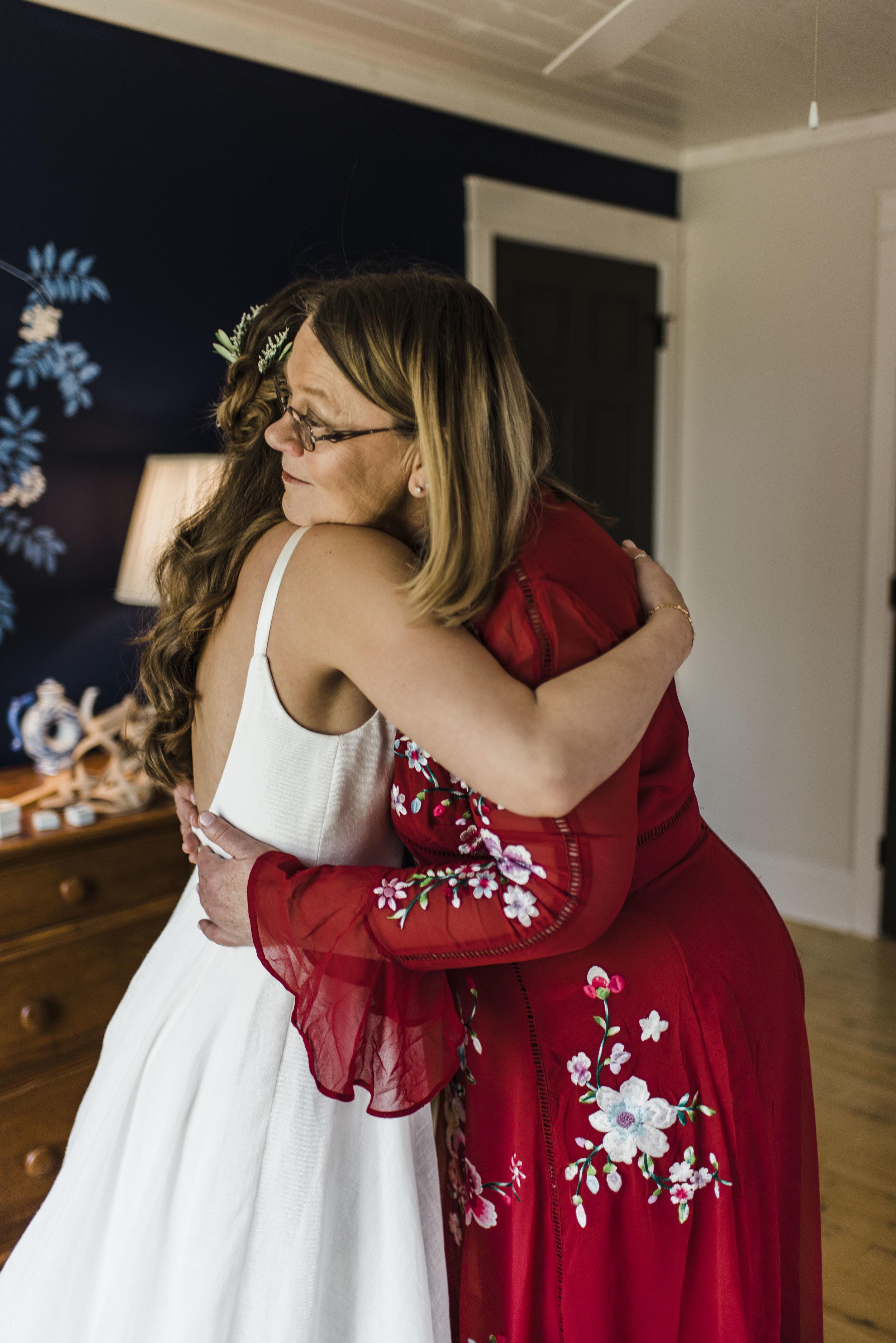 wedding bride dress mom hug chattanooga Tennessee