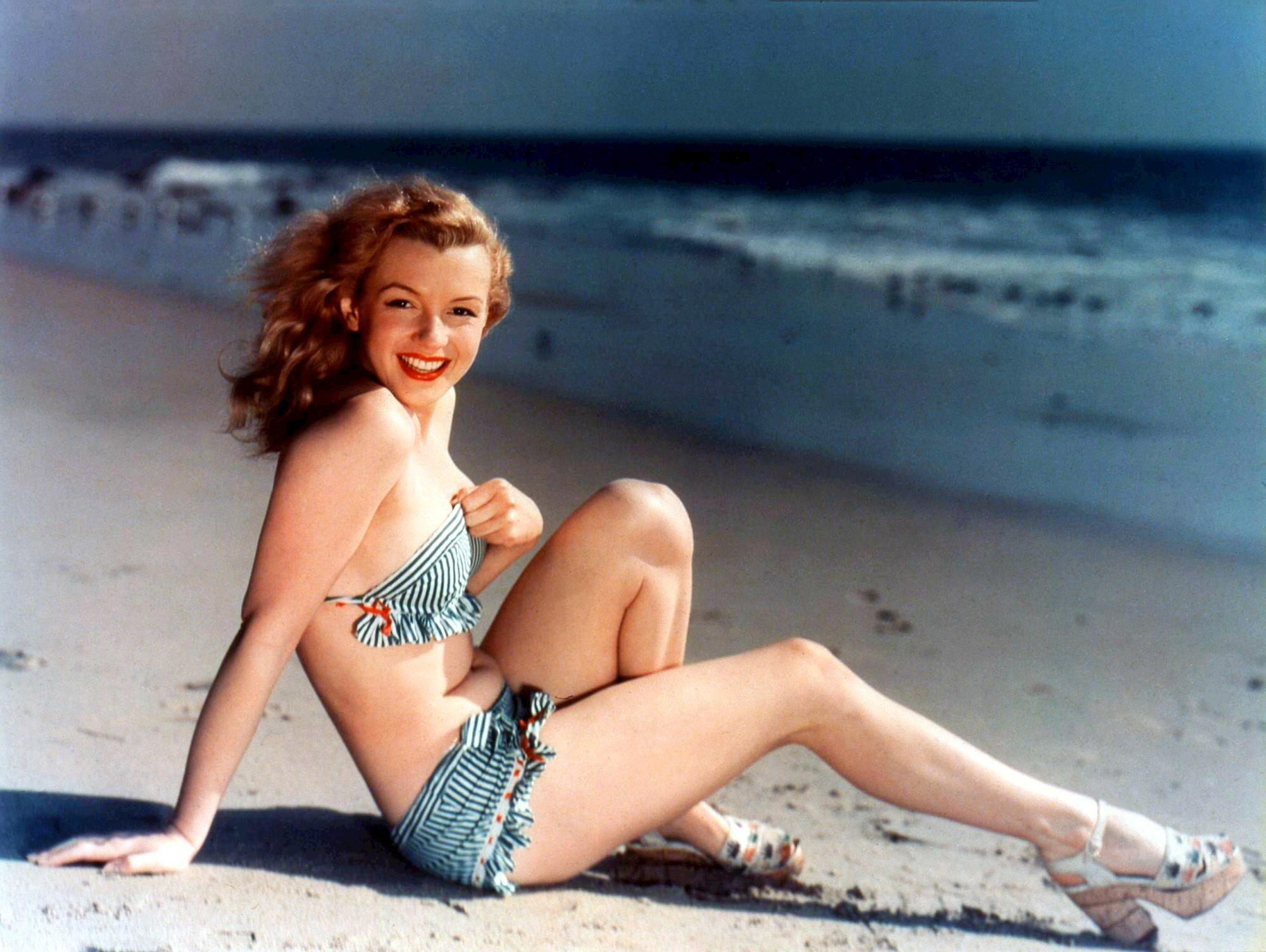 Marilyn_Monroe_postcard.jpg