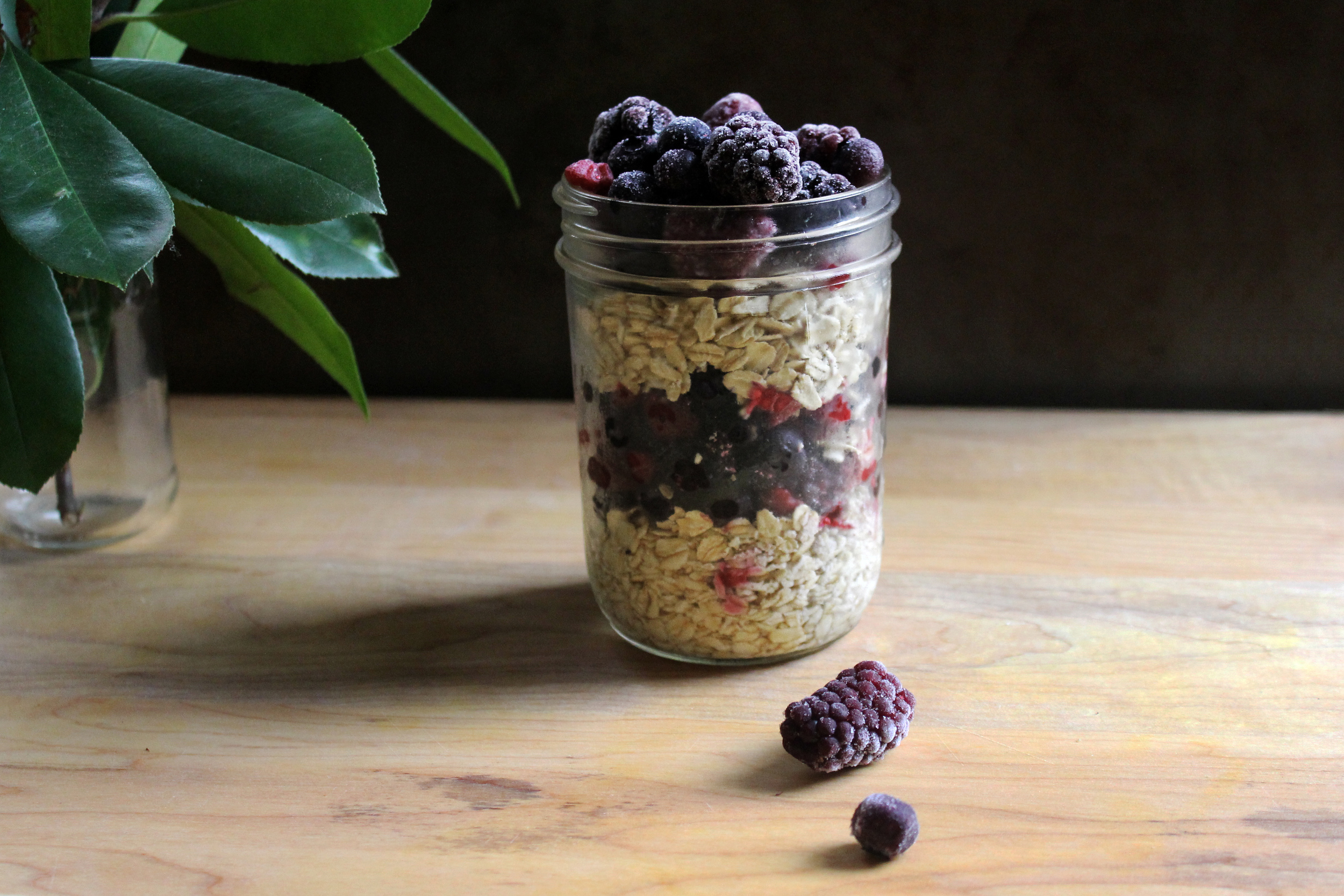 overnight oats mixed berries