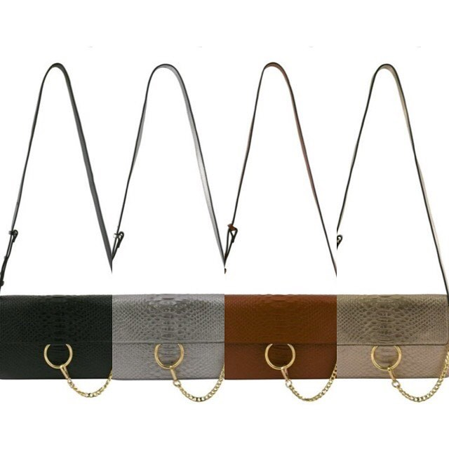 How cute are these bags!? Available for pre-order tonight @thefashionkor