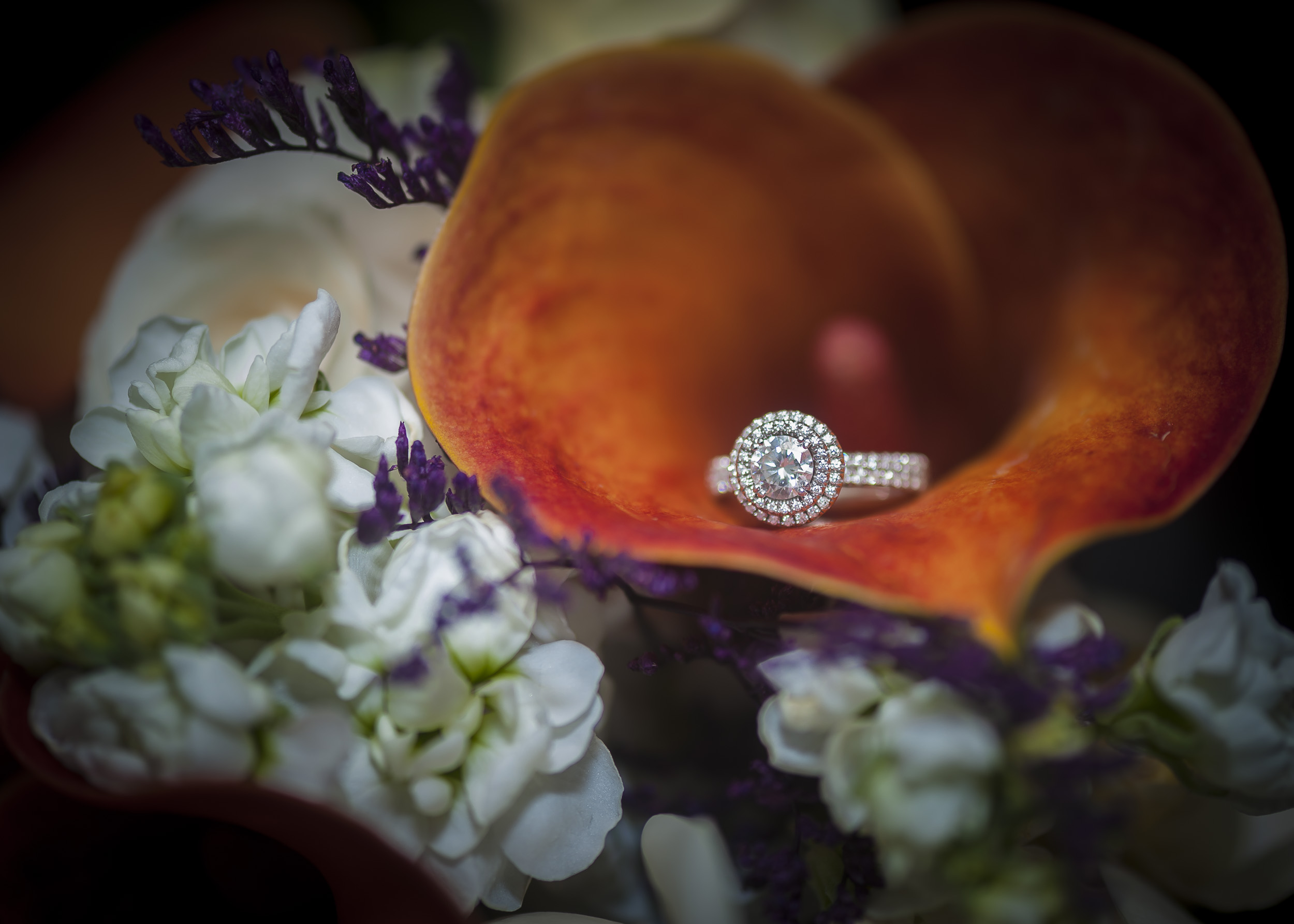 Rings and flowers complement one another so beautifully!