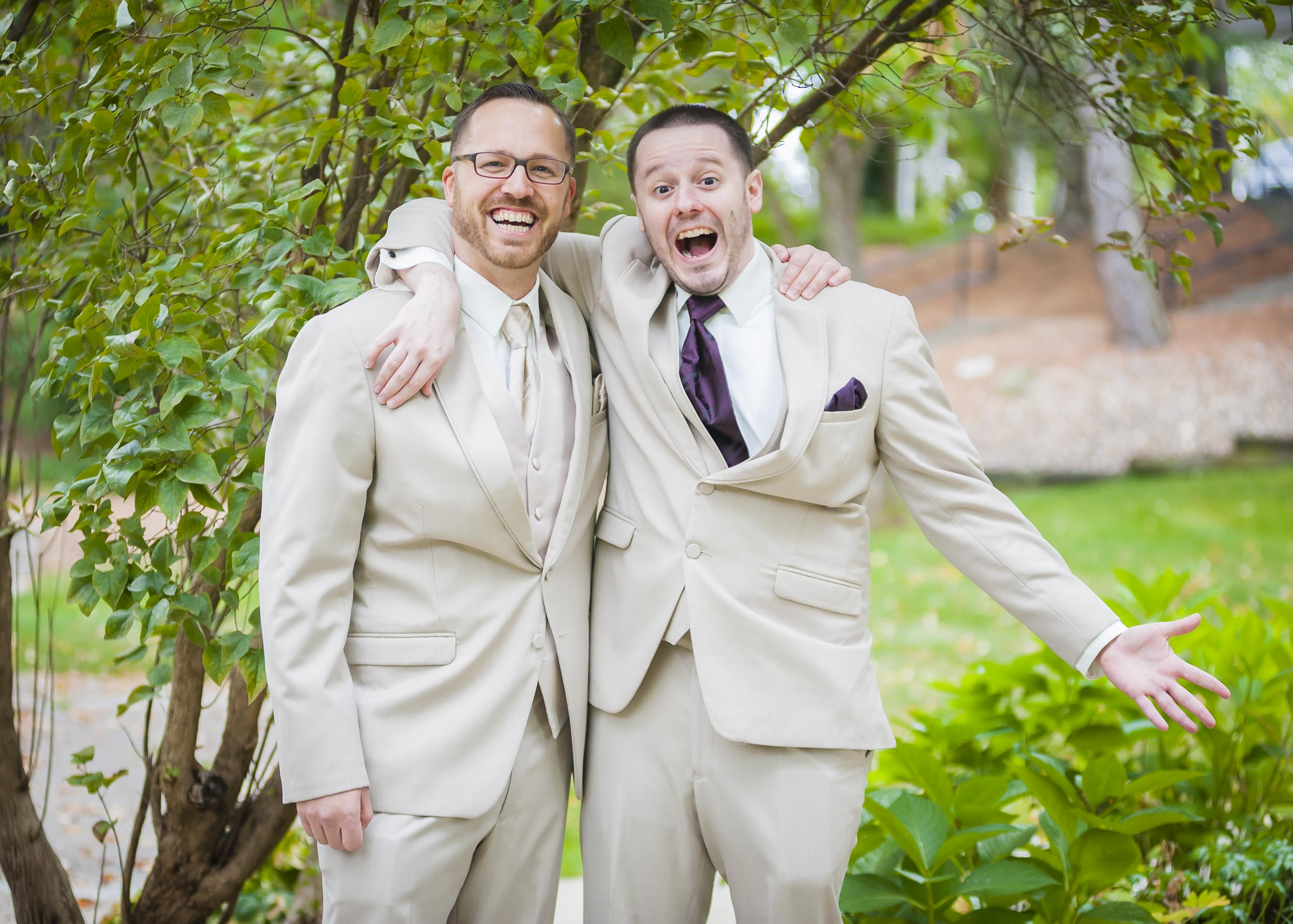 Having a little fun with the groom for the camera.