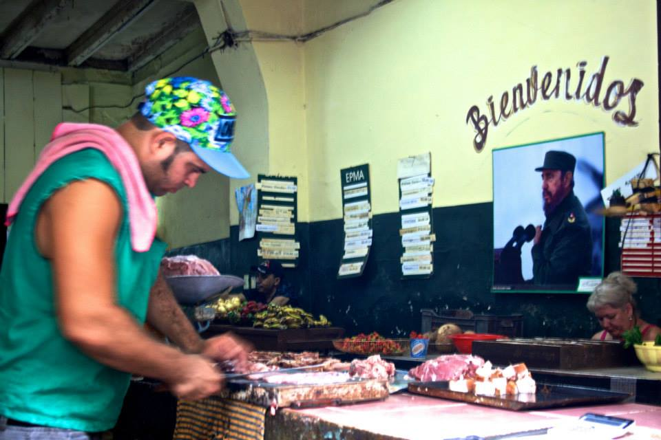You could find pictures of Fidel and Che in almost every single shop. Here, Fidel is making sure that the ham is cut to the proper thickness.