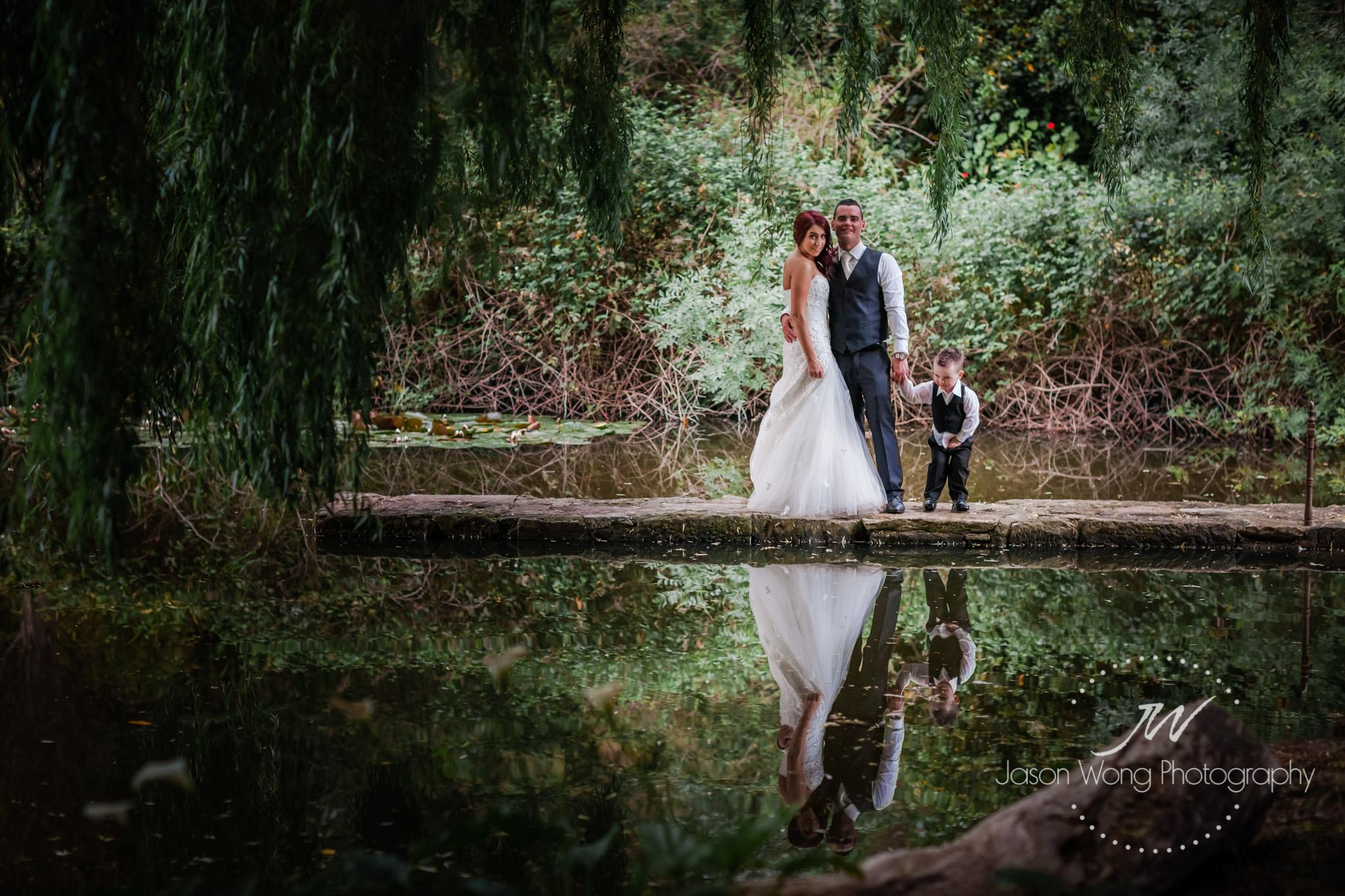glen-ewin-estate-lake-bridal-shoot.jpg