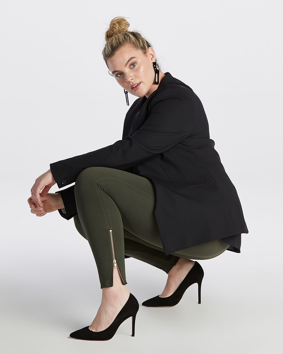 Seamless side zip legging. Assisted with zipper selection to have most comfortable fit.