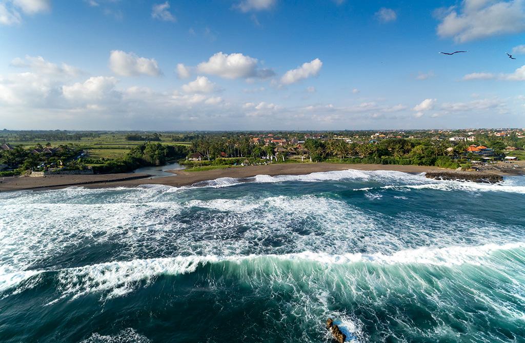 Sungai-Tinggi-Beach-Villa-Ocean-crashing-onto-private-stretch-of-beach.jpg