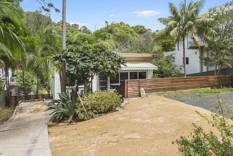 70 CRESCENT ROADNEWPORT -