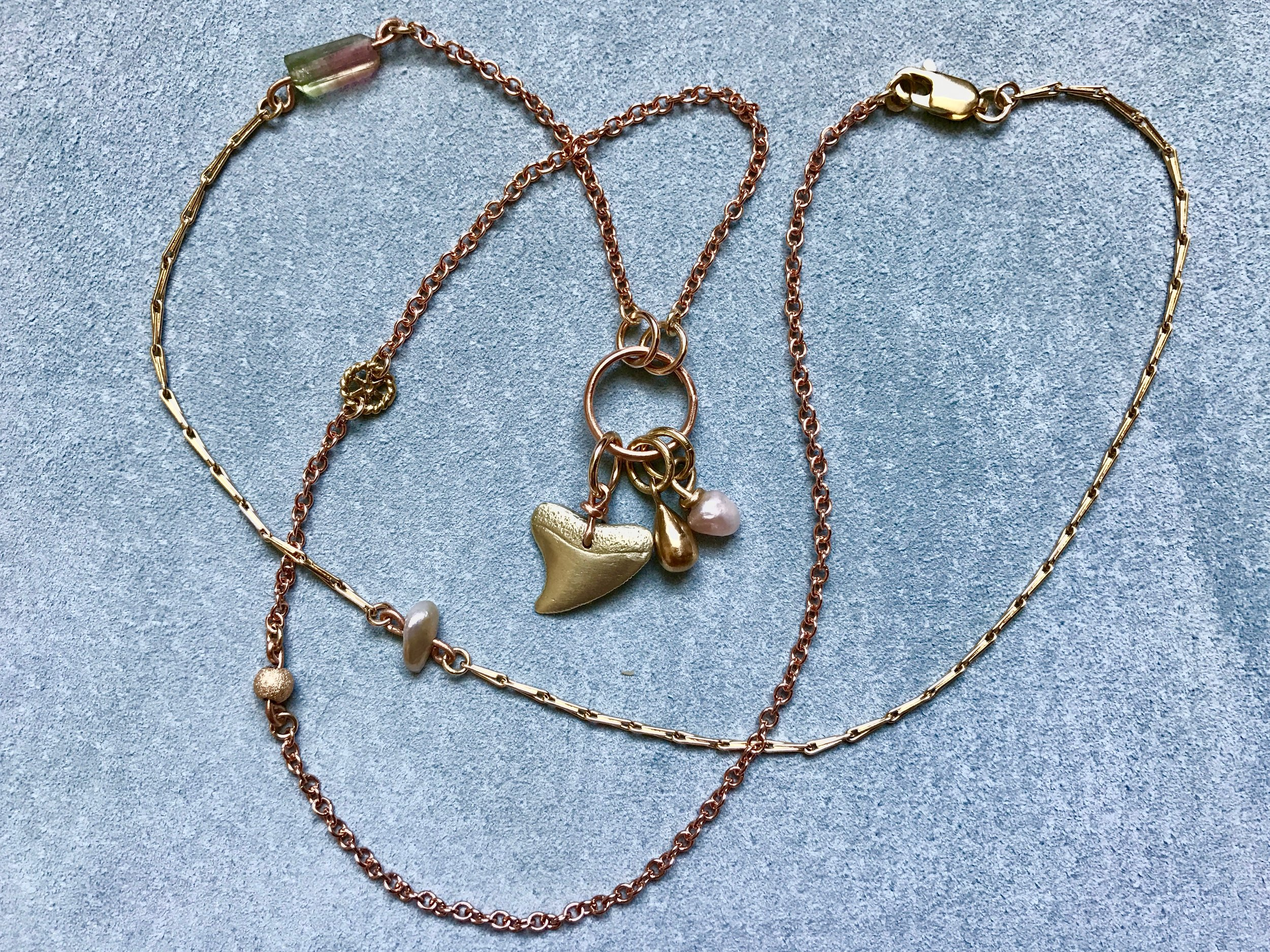 MIXED CHAIN NECKLACE WITH SHARKS TOOTH, TEARDROP AND MINI MISSISSIPPI PEARL
