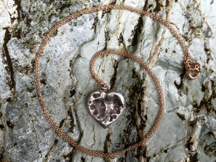 SILVER CHEWED HEART PENDANT ON FINE ROSE GOLD CHAIN