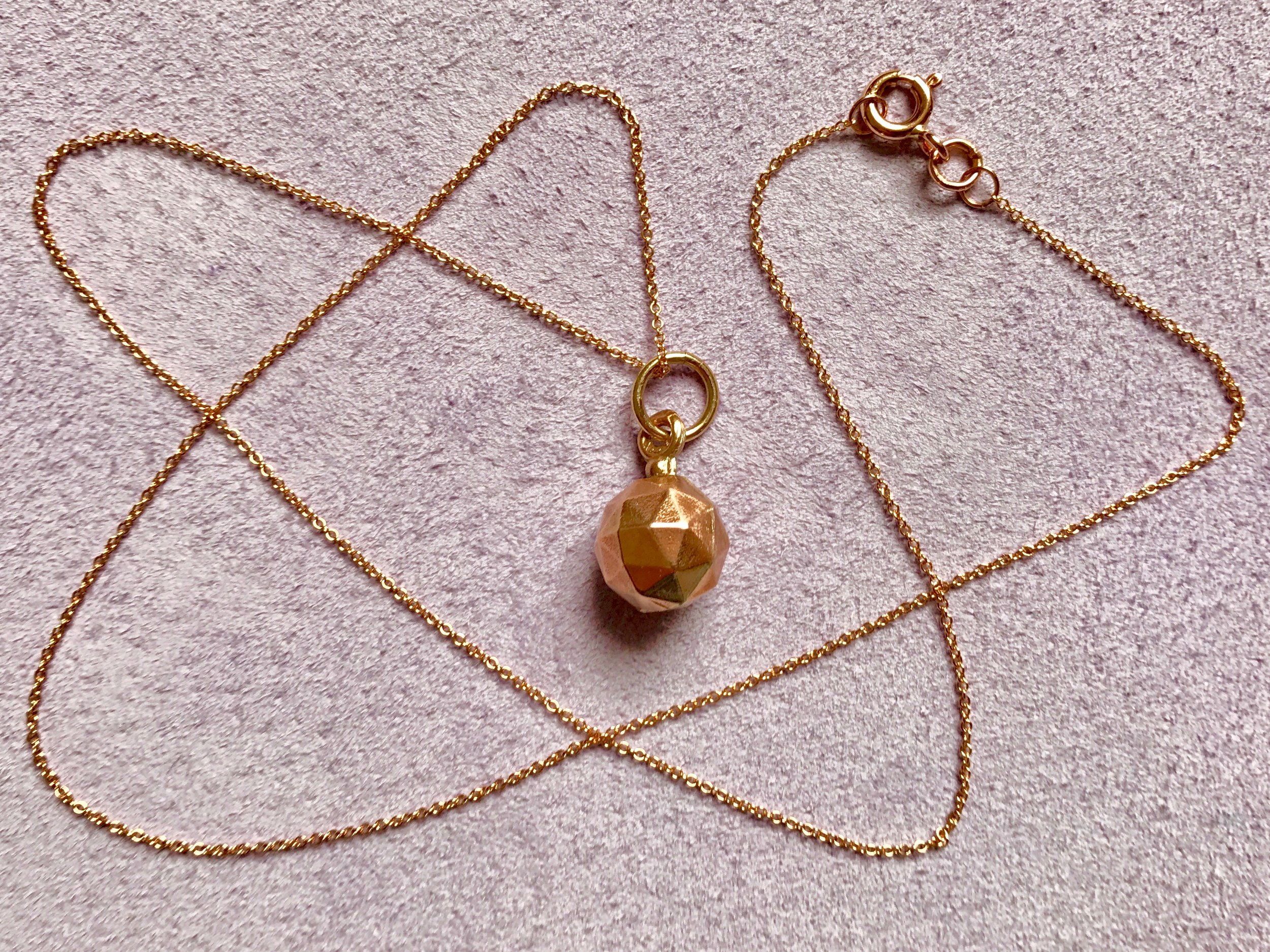 SPHERE PENDANT NECKLACE