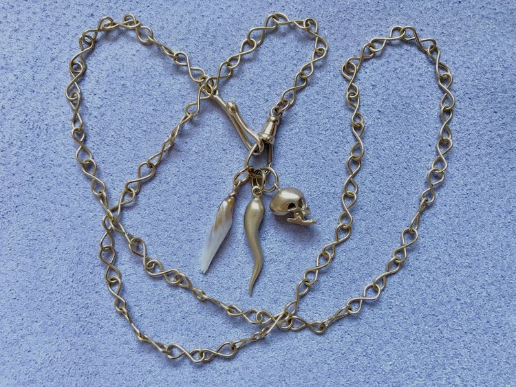 18CT INFINITY CHAIN WITH MISSISSIPPI RIVER PEARL, SOLID GOLD ITALIAN HORN AND ARTICULATED SKULL PENDANT