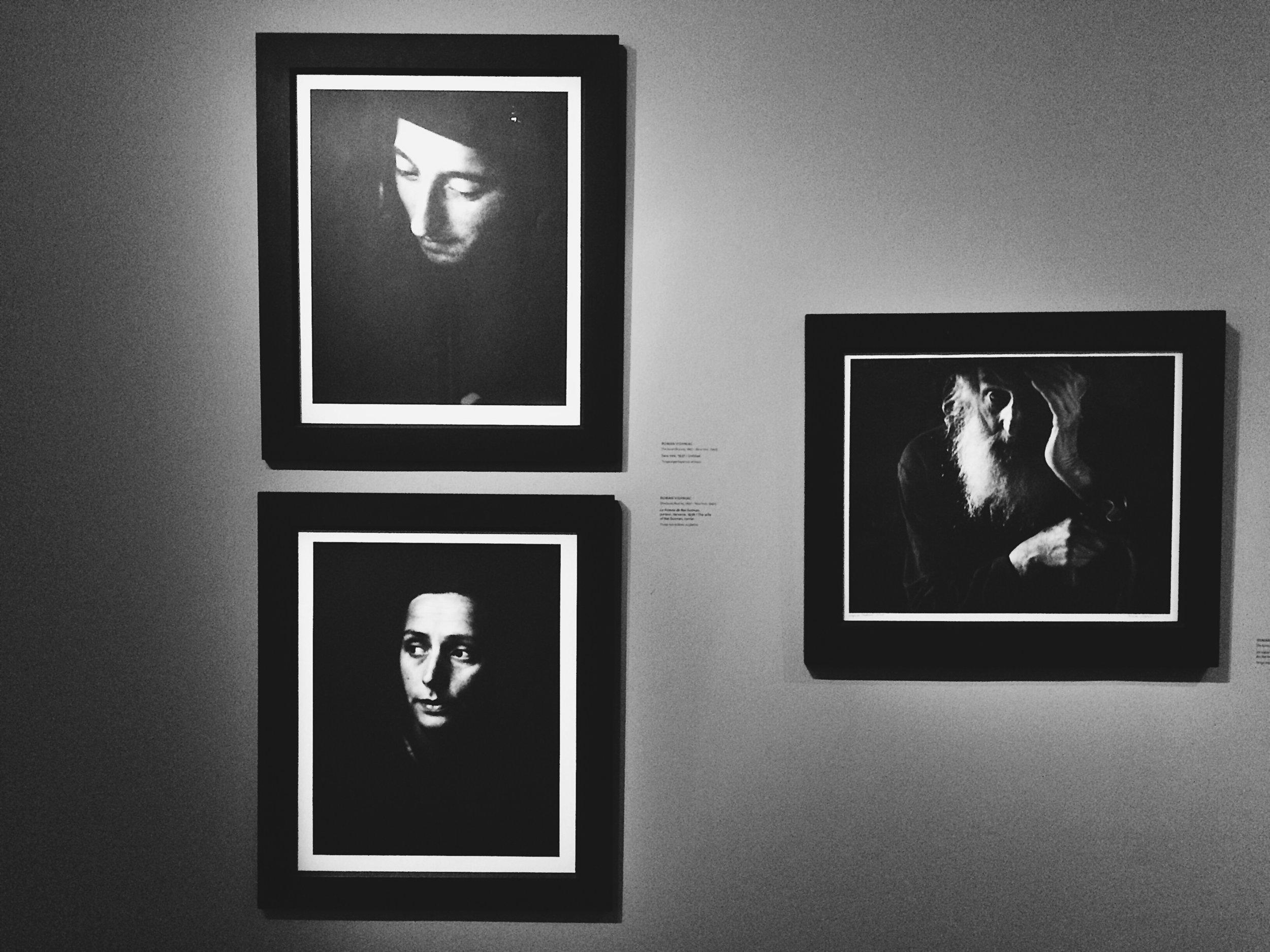 Romain Vishniac : Sans titre (1937), La femme de Nat Gutman, porteur (1938), Un vieux du village (1935)