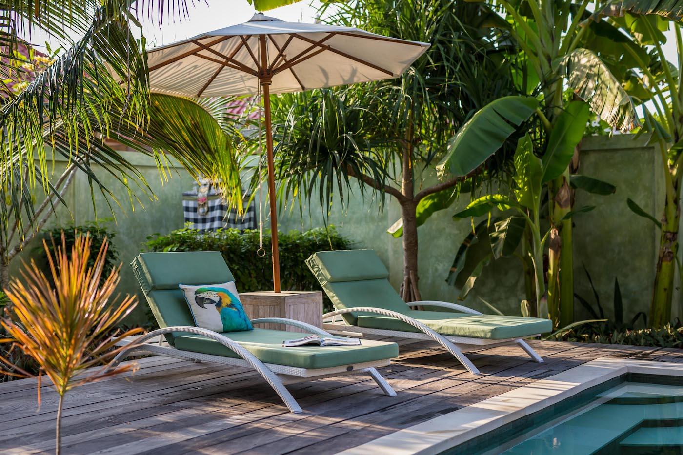 pool_loungers.jpg
