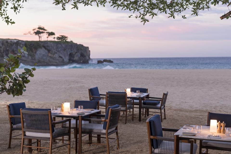 Beach Club dining_High Res_3175.jpg