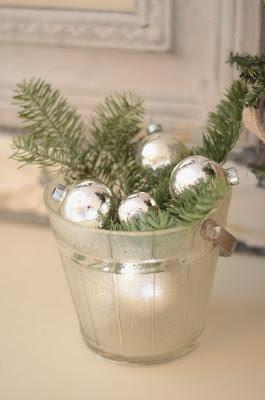 Holiday+Decor+Black+Green+%252819%2529.JPG