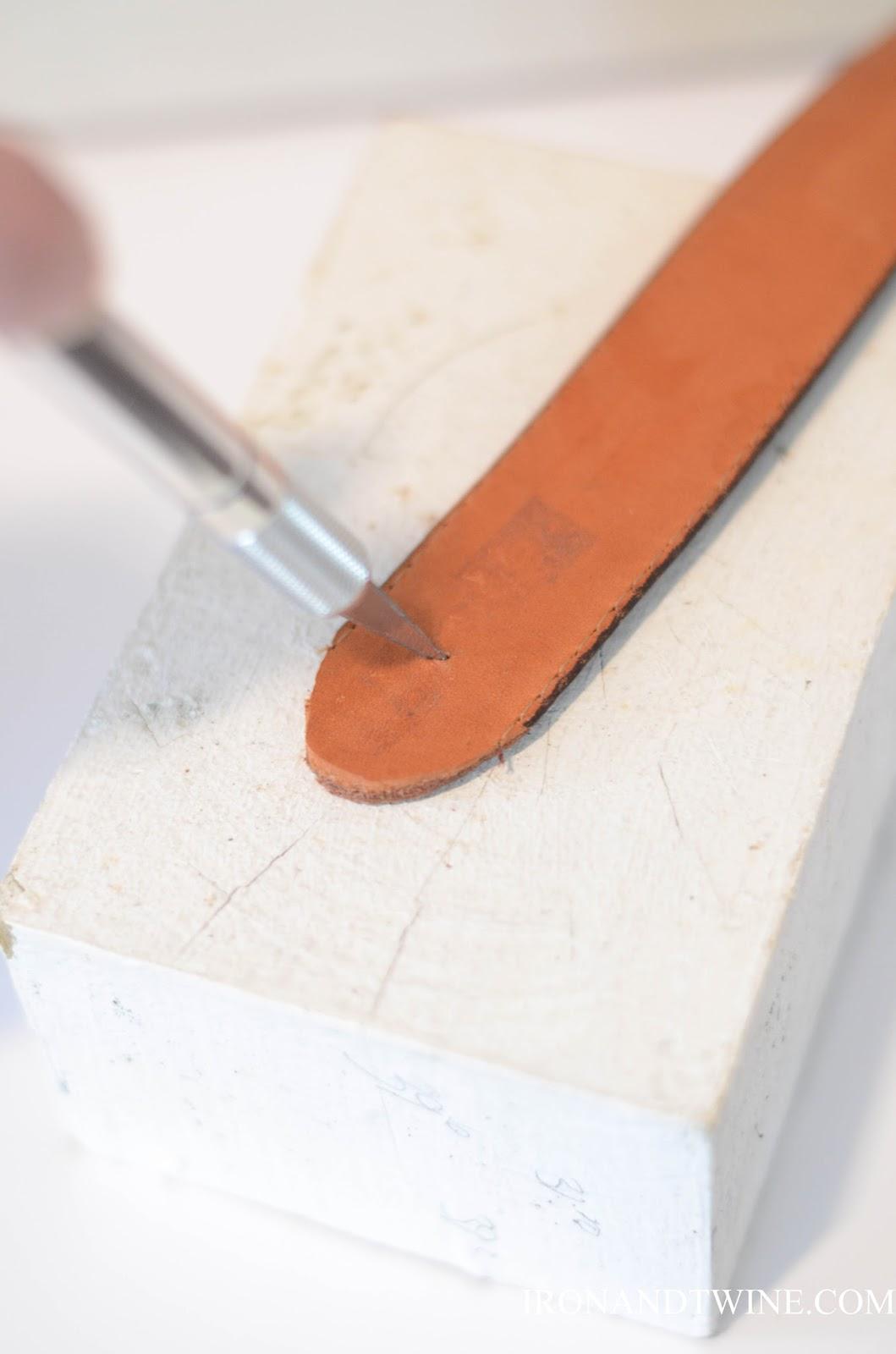 DIY+Belt+Handled+Box,+DIY+fabric+covered+box,+Iron+and+Twine+(9).jpg