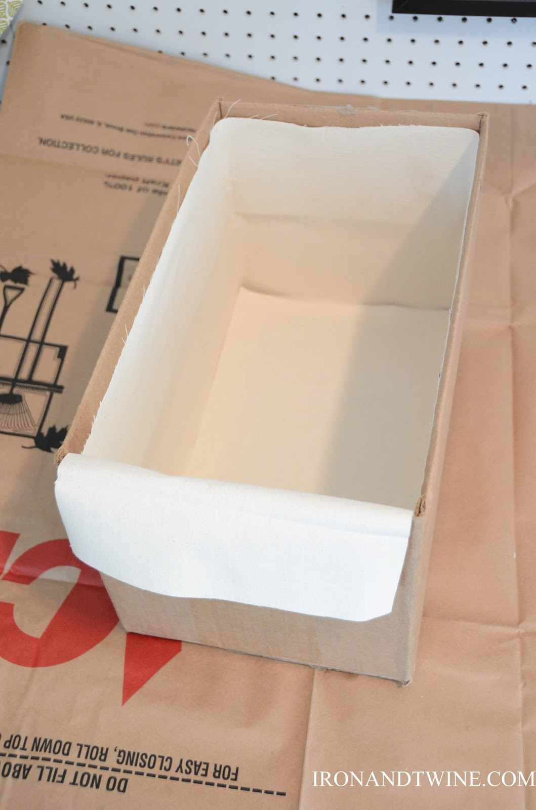 DIY+Belt+Handled+Box,+DIY+fabric+covered+box,+Iron+and+Twine+(20).jpg