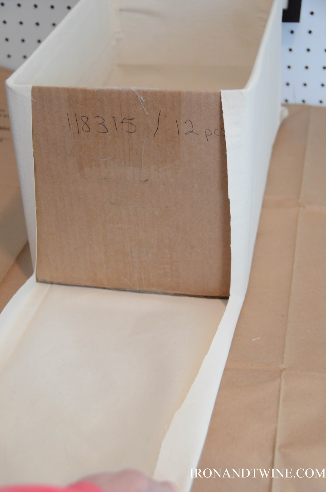 DIY+Belt+Handled+Box,+DIY+fabric+covered+box,+Iron+and+Twine+(25).jpg