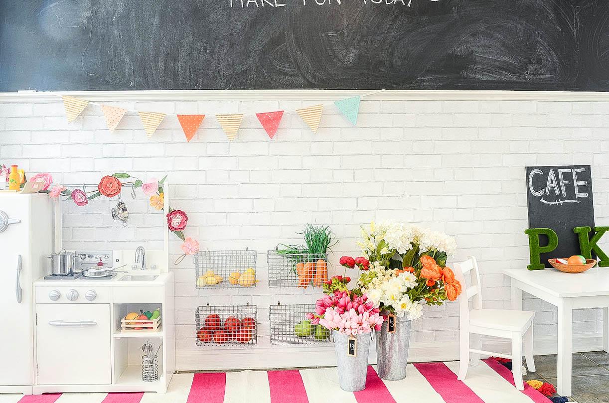 Play Market & Cafe