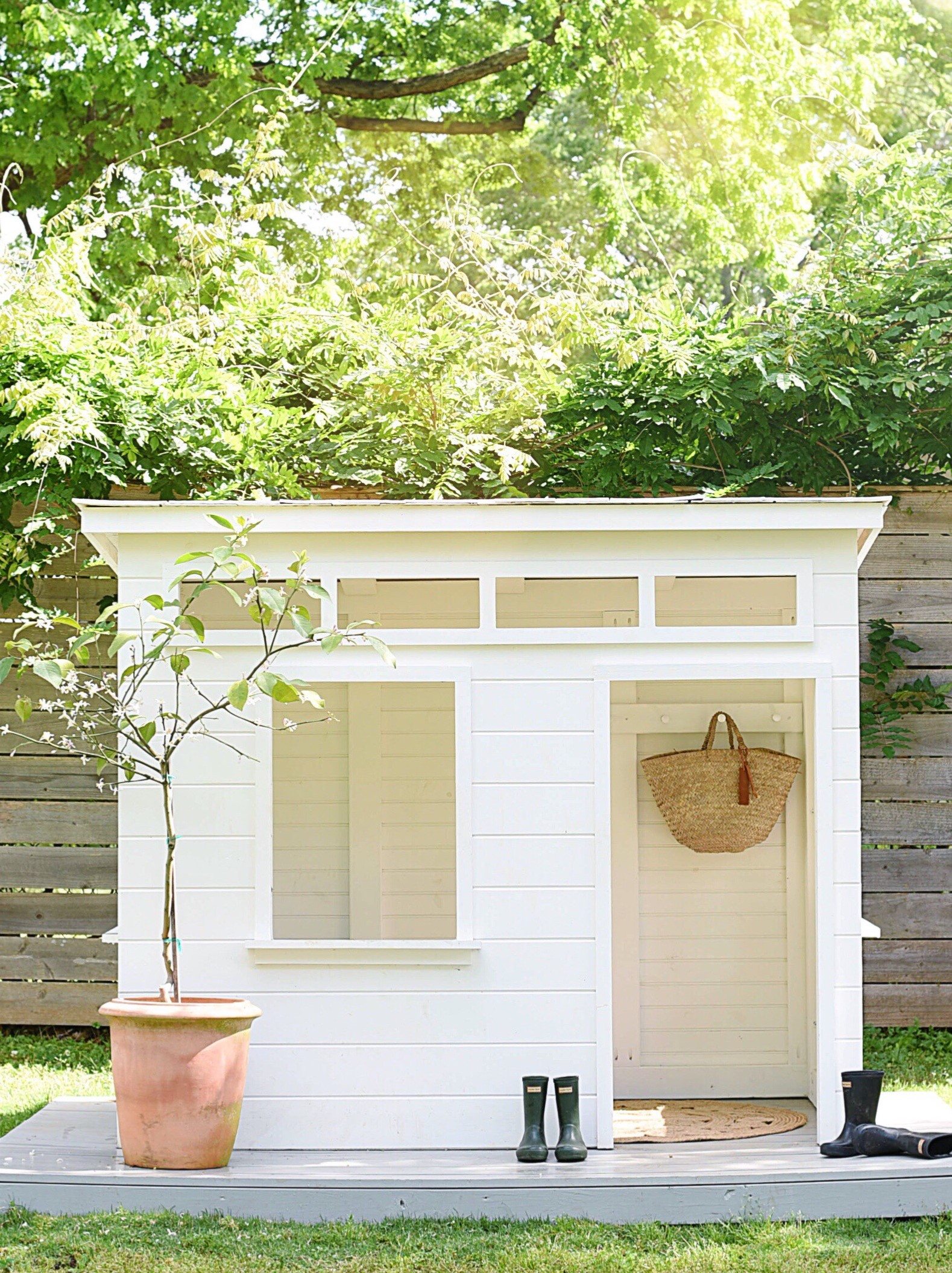 Adorable Modern Playhouse by @michellecannonsmith