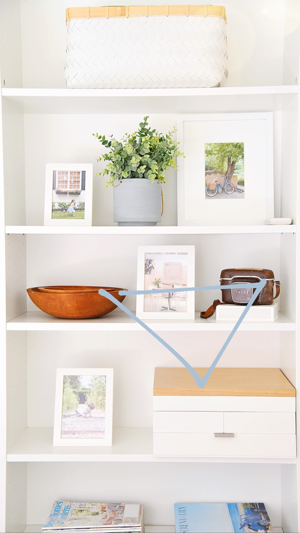 - These wood / brown tones, are displayed in a triangle pattern to distribute the visual weight on these shelves.
