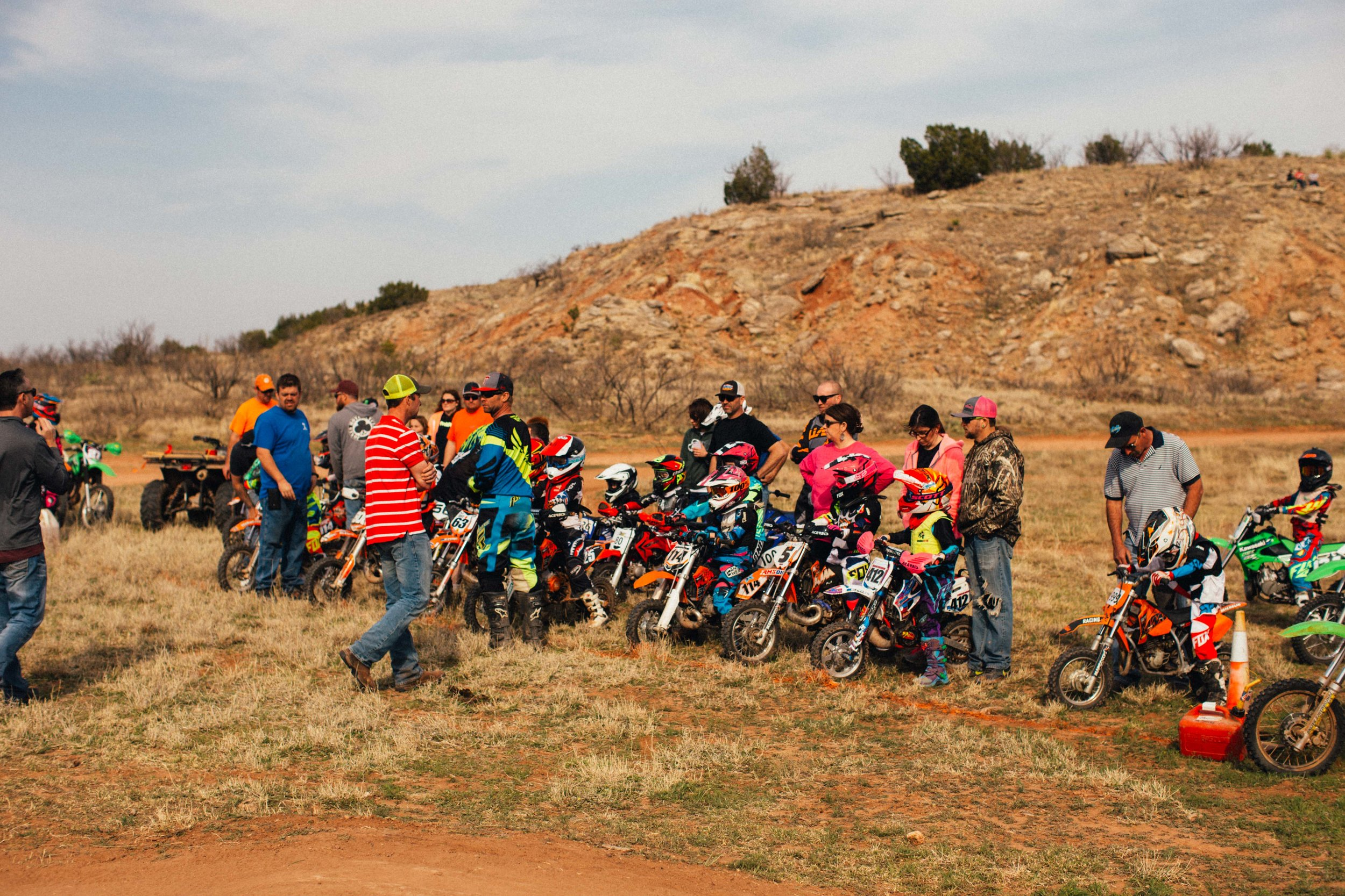 Young racers lined up for the start of the mini enduro.