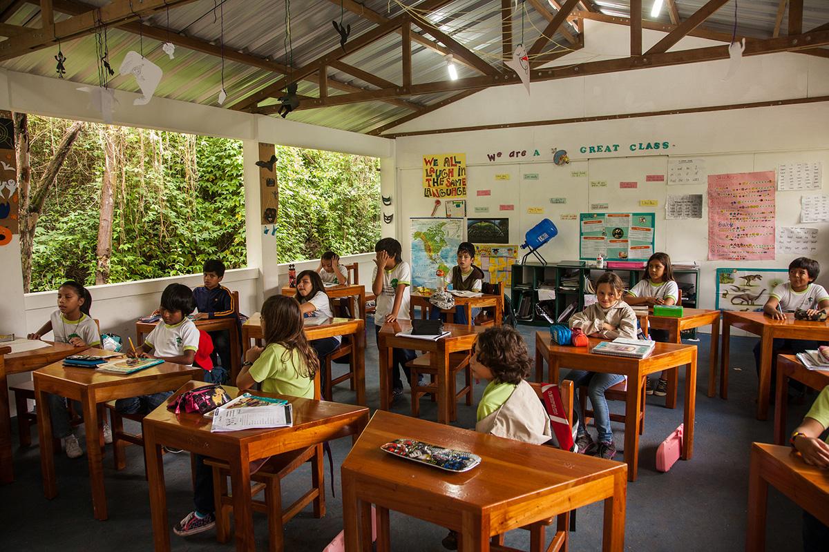 estudiantes de la escuela tomás de berlanga (foto © jennifer davidson)