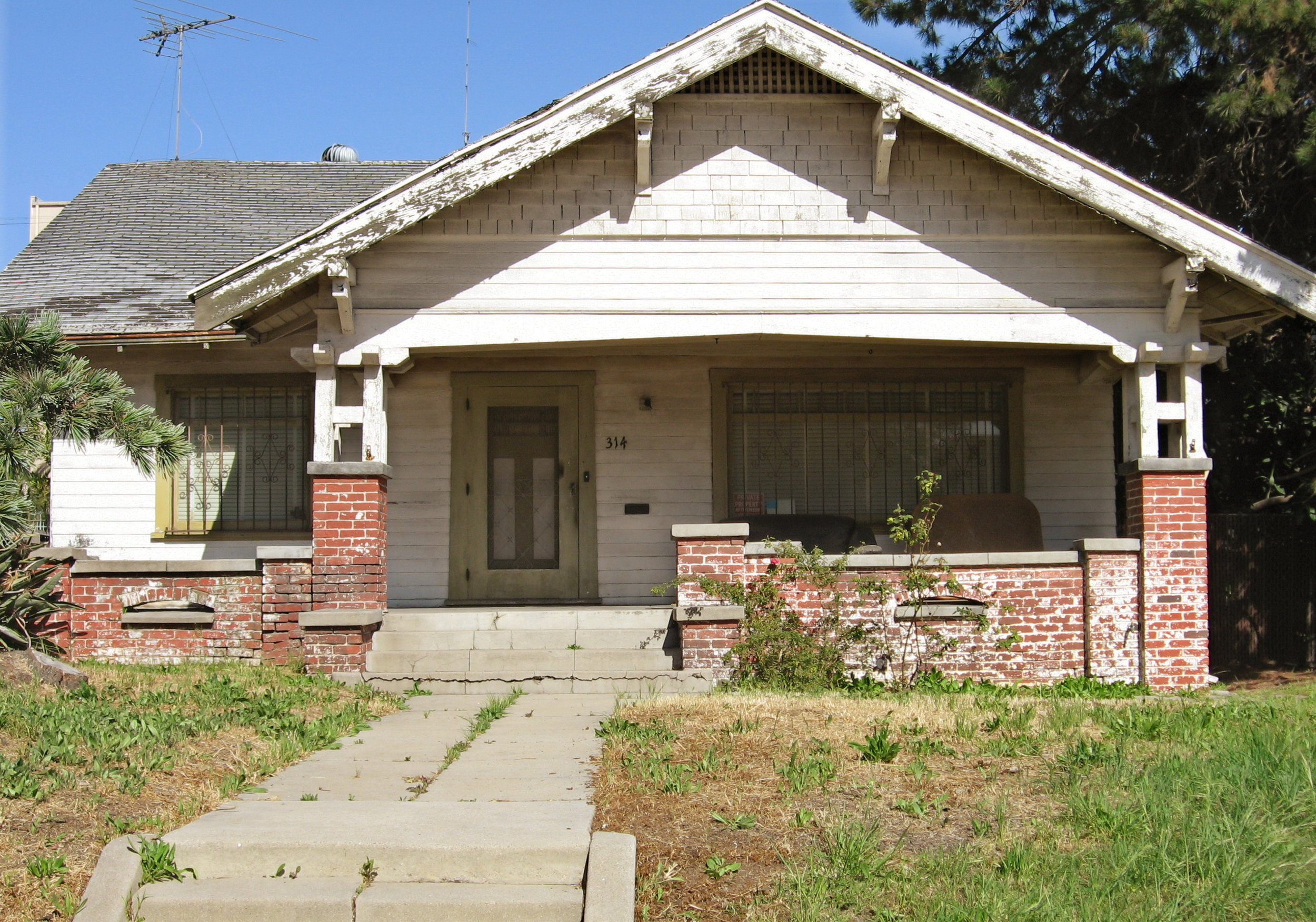 Dilapidated_house.jpg