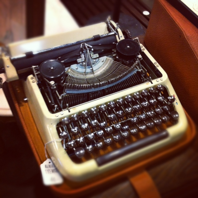 typewriter_21945633965_o.jpg