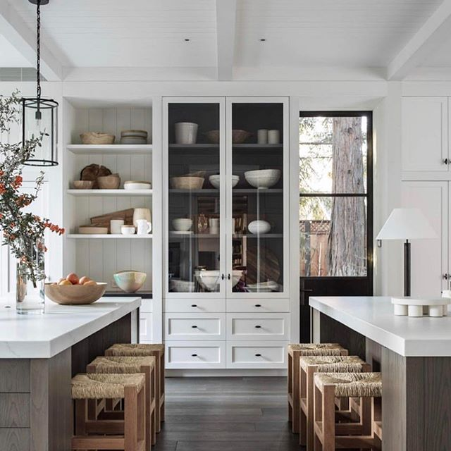 This kitchen by @m.elle.design is popping up everywhere I look and ya know what? I am in no way getting tired of seeing it!! 🙌🏻