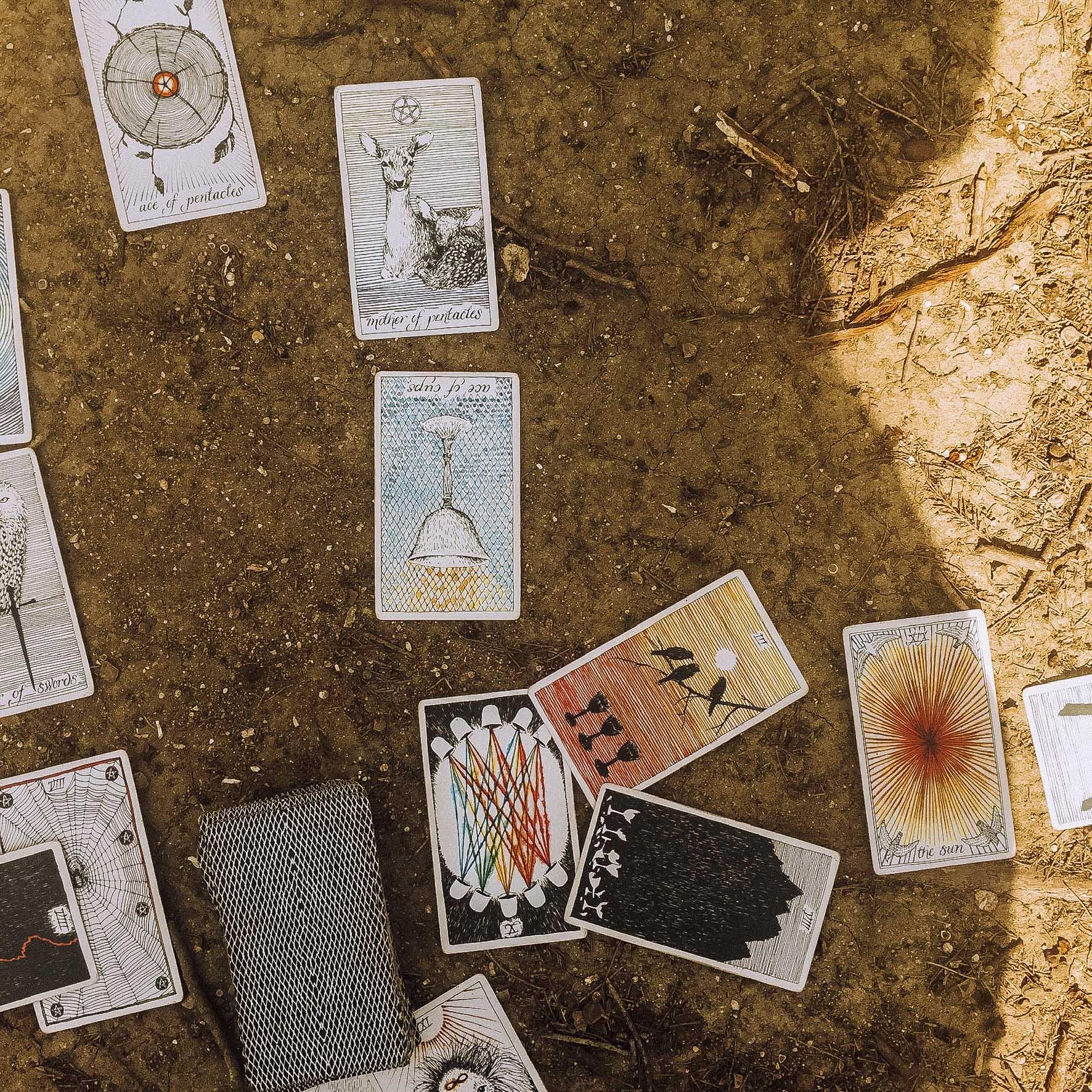 Tarot Reading for Full Moon: ouiwegirl.com