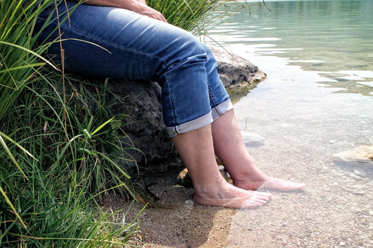 Moment rafraichissant et apaisant au bord de la rivière