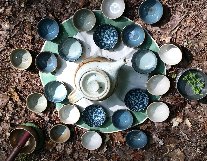 """""""Je collectionne les théières et les jolis services à thé japonais. J'adore particulièrement quand les tasses sont dépareillées !"""" - Bernadette"""