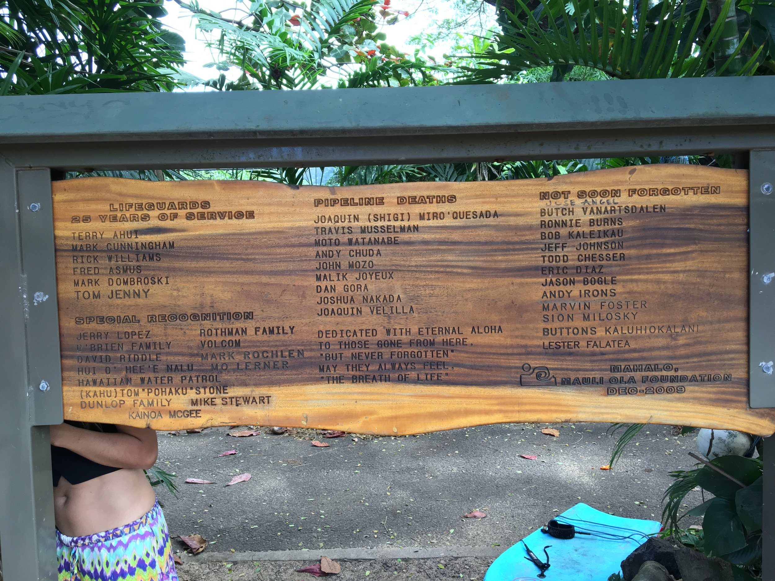 The reverse of the plaque lists all the deaths at Pipeline and the lifegaurds who have dedicated their lives to saving people there. While we were looking at the plaque two little boys ran up to us and pointed to some names and told us that they were their uncles. The next Pipemasters no doubt;