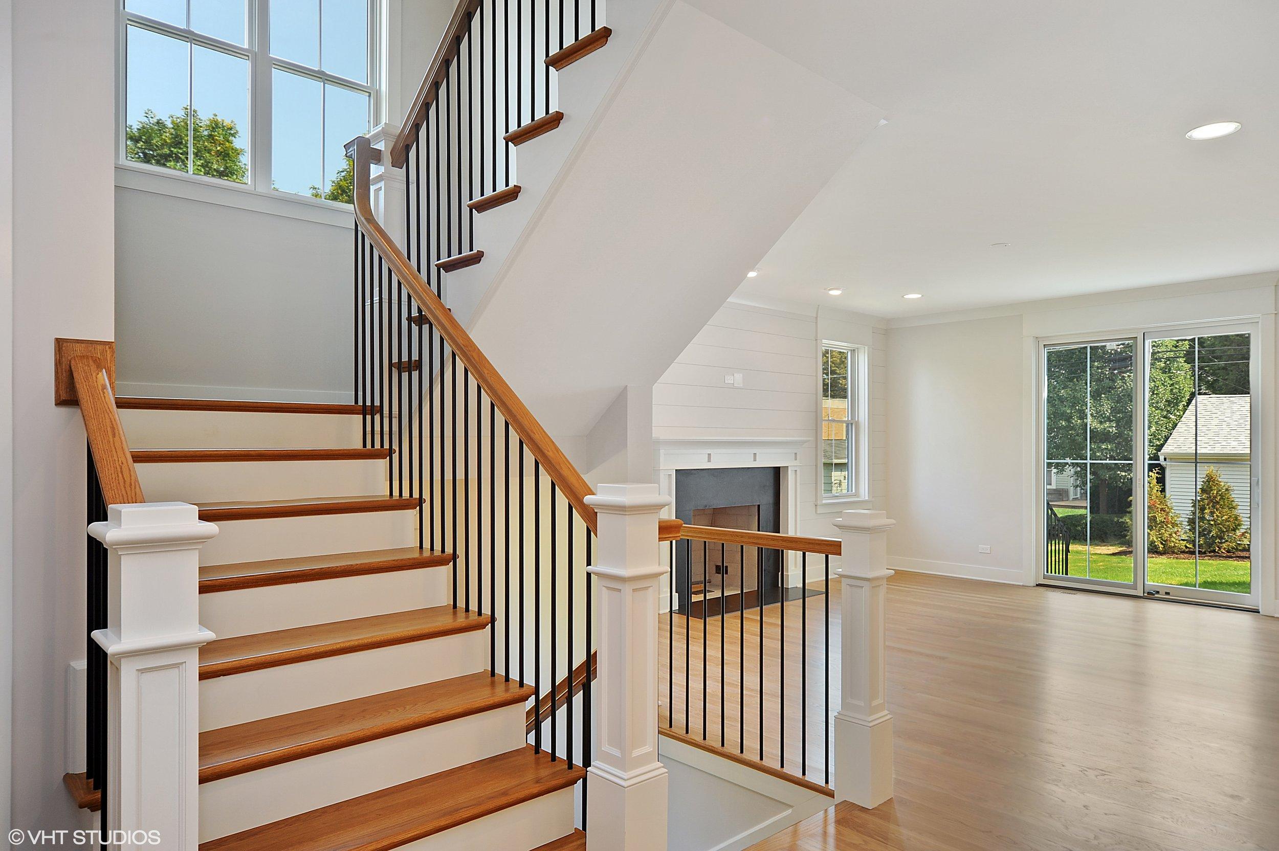 10_103northpineavenue_68_Staircase_HiRes.jpg