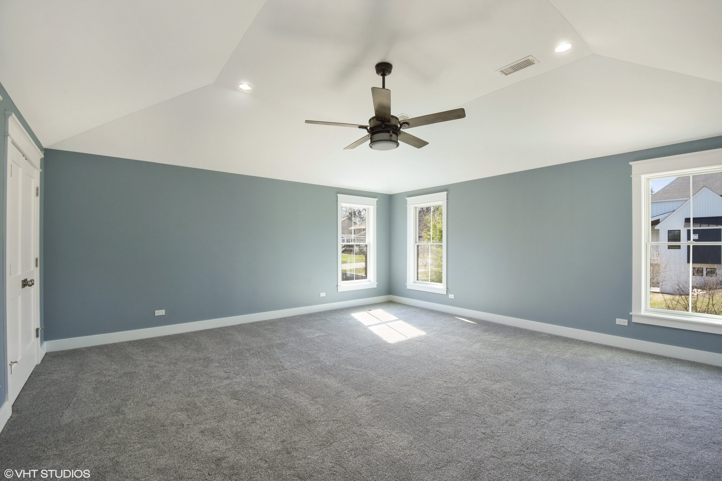 12_207WHillsideAvenue_14_MasterBedroom_HiRes.jpg