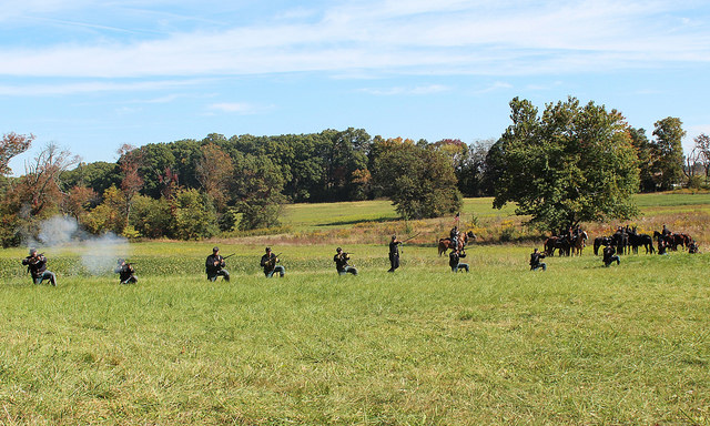 Dismounted fighting, note the horse holders in the rear
