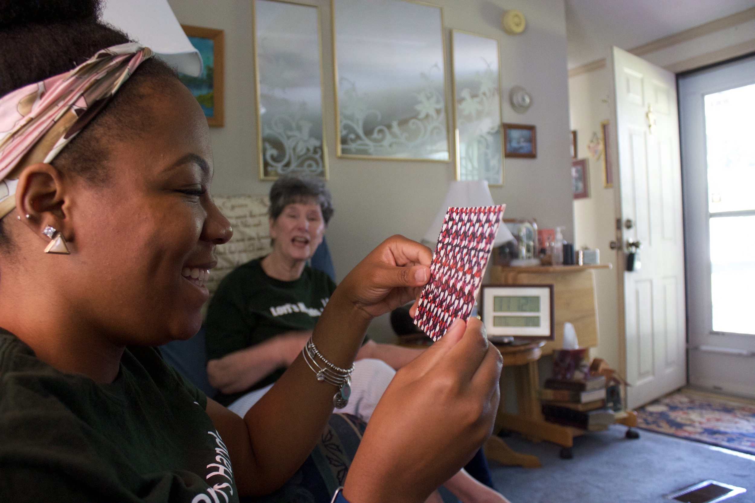 """One of Alyssa's clients has her check out a """"magic eye"""" game during a visit"""
