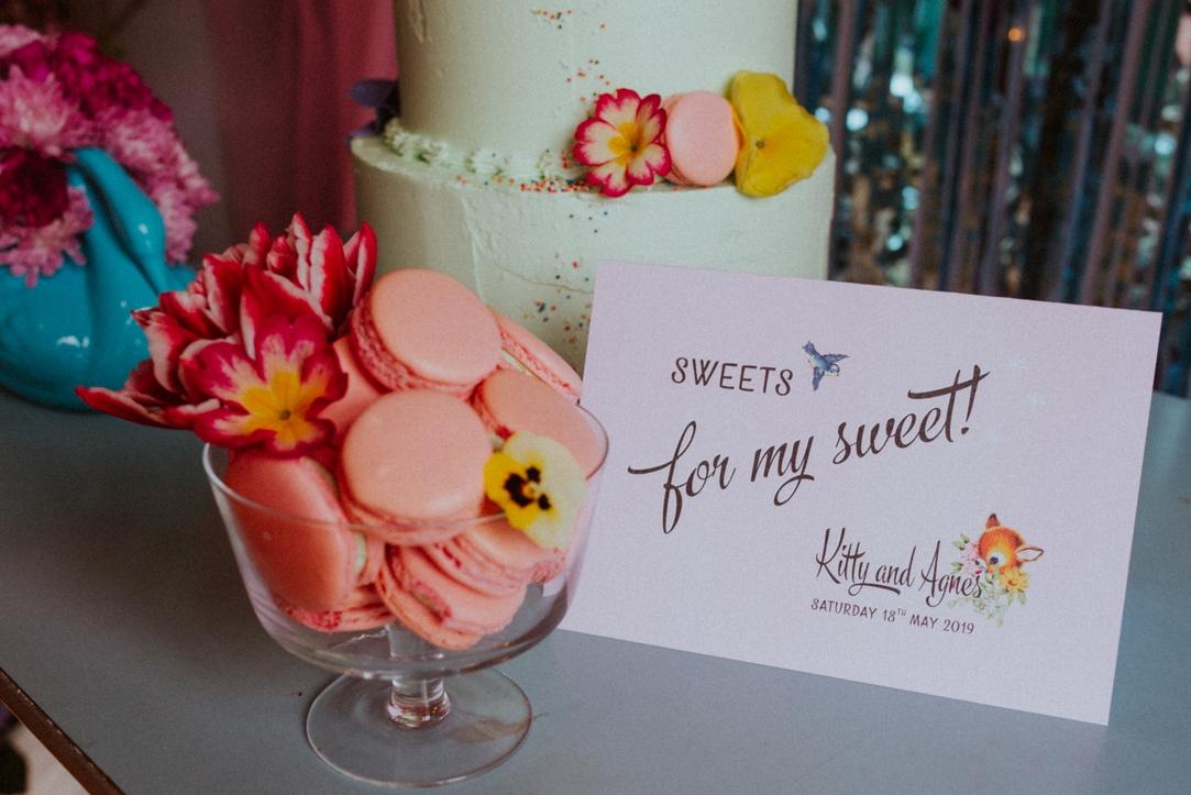 retro kitsch wedding cake