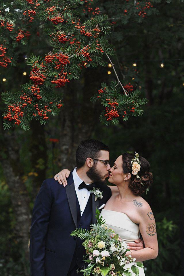 Regan House Photo Kissing Bouquet.jpeg